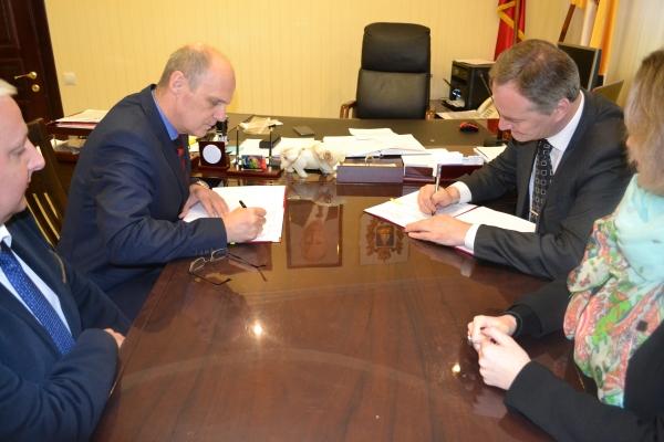 Подписано краевое отраслевое Соглашение с Управлением С ...
