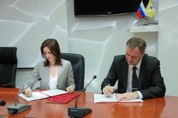 Подписано краевое отраслевое Соглашение с краевой организацией Профсоюза